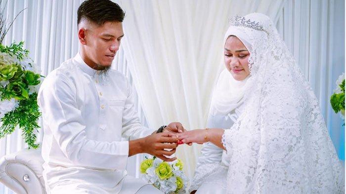 Pernikahan Hassan dan mendiang istri