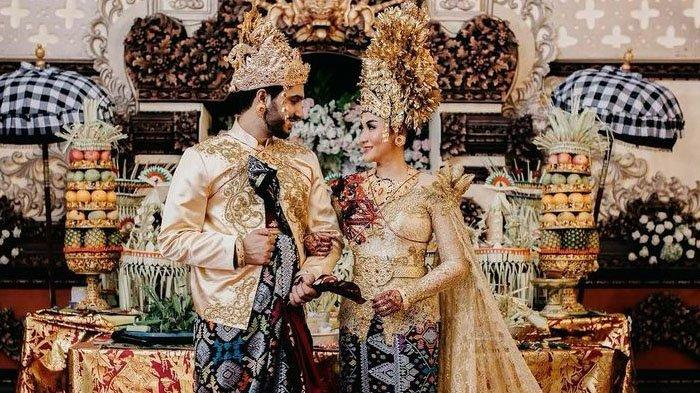 Pernikahan Soffie Marchue dan Gautam Nain mengenakan pakaian adat Bali