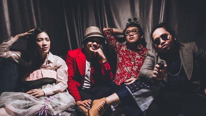 Rindu Manggung, 3 Personil Payung Teduh Bikin Grup Bernama Perona dengan Single Debut 'Warna'