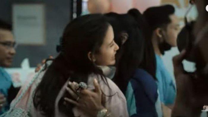 Pertemuan Krisdayanti dengan kekasih Azriel Hermansyah, Sarah Menzel.