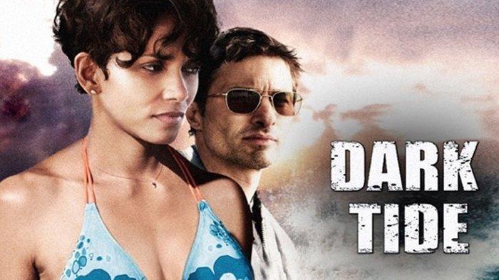 Poster film Dark Tide, dibintangi Halle Berry.