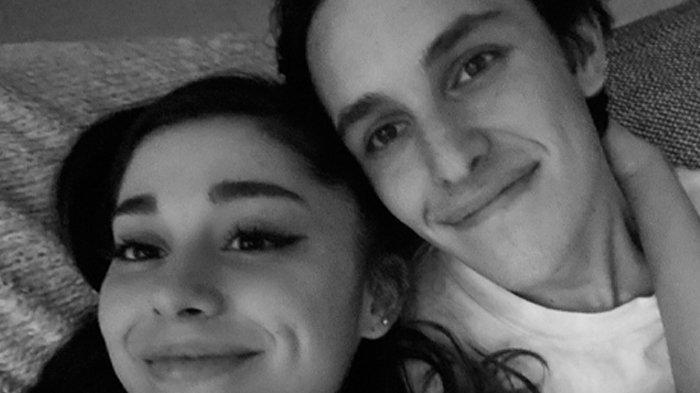 Potret Ariana Grande dengan Dalton Gomez.