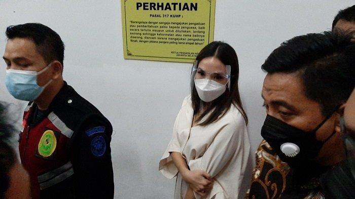 Gisel hadir di Pengadilan Negeri (PN) Jakarta Selatan untuk menjadi saksi dalam sidang kasus penyebar video syur dirinya, Selasa (23/3/2021)