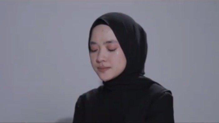 Potret Nissa Sabyan di video klip lagu Sapu Jagat