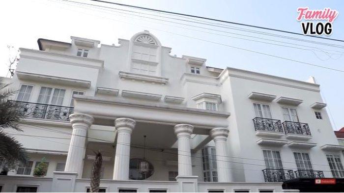 Potret rumah Nindy Ayunda dan Askara 7 (YouTube Ussy Andhika Official)