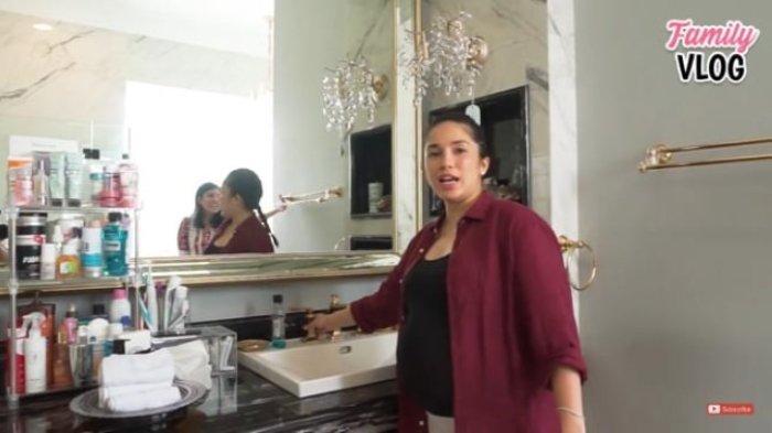 Potret rumah Nindy Ayunda dan Askara (YouTube Ussy Andhika Official)