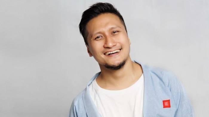 Profil Arie Untung, Biodata dan Perjalanan Karier Suami Fenita Arie yang Kerap Tuai Kontroversi