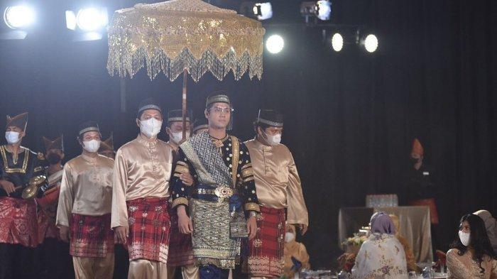 Prosesi adat Balacuik Malapeh Bujang Rizky Billar jelang nikahi Lesti Kejora.