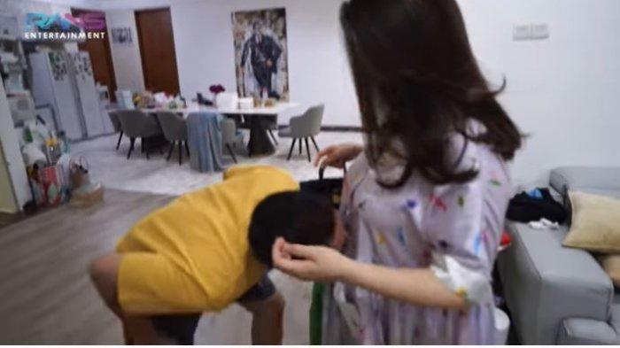 Raffi Ahmad cium baby bump kandungan Nagita Slavina.