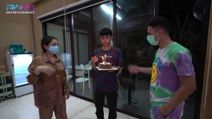 Raffi Ahmad dan Nagita Slavina berikan kejutan sederhana di ulang tahun Dimas.