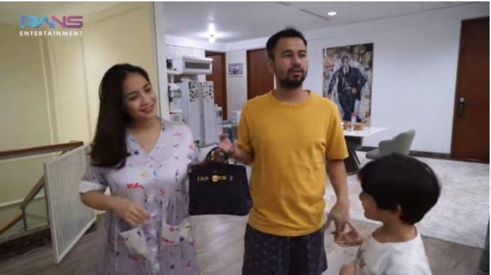 Dikira Prank, Nagita Slavina Kaget Raffi Ahmad Tiba-tiba Hadiahi Tas Branded: 'Kebanyakan Uang?'