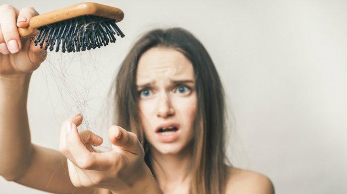 Bukan Karena Sakit, Ini Alasan Rambut Rontok Sebanyak 100 Helai Tiap Hari Masih Dianggap Normal