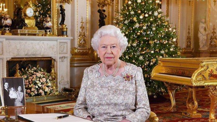Kontras dari Kate Middleton yang Pakai MUA, Ratu Elizabeth II Pilih Dandan Sendiri, Ini Alasannya