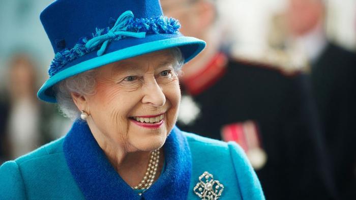 Kerap Menggunakan Kaca Mata, Ratu Elizabeth II Ternyata Sedang Alami Masalah Kesehatan!