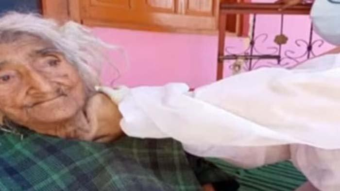Rehtee Begum, wanita tertua di dunia saat vaksinasi Covid-19.