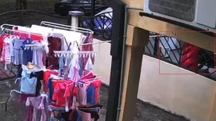 Rekaman CCTV saat pria angkat jemuran tetangga saat hujan viral di Facebook