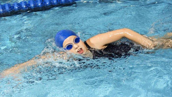 Ilsutrasi berenang.