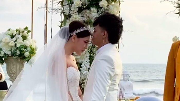 Resepsi pernikahan Reza Arap dan Wendy Walters.