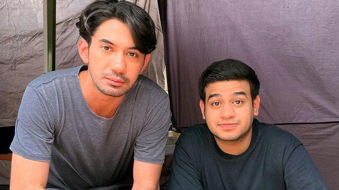 Reza Rahadian bersama Fadil Jaidi di lokasi pembuatan film Imperferct The Series Season 2