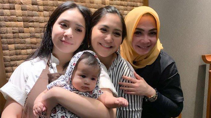 Buktikan Ga Kalah Fashionable dengan Anaknya, Rieta Amilia Kembali Pakai Jam Tangan Ratusan Juta
