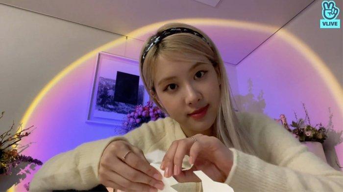 Tak Mau Kalah! Rose BLACKPINK Akan Susul Jennie Bikin Kanal YouTube Pribadi Setelah Debut Solo