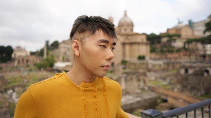 Liburan ke Roma, Lihat Penampilan Roy Kiyoshi Ini Banyak yang Bilang 'Nggemesin'