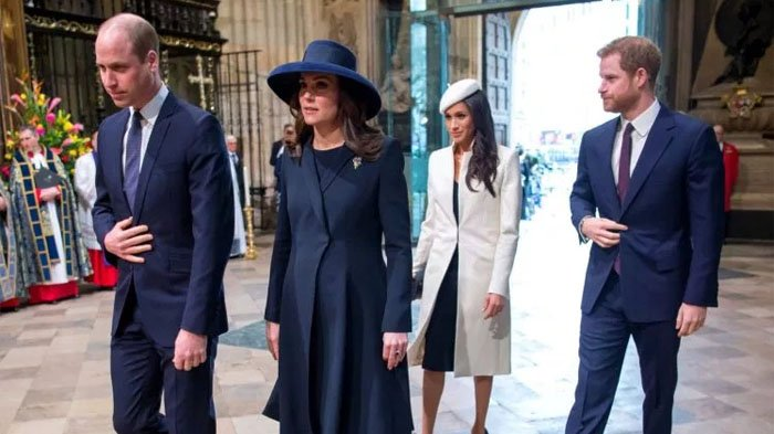 Anggun & Elegan, Tak Disangka Baju yang Dipakai Royal Family Mirip Barang Pecah Belah, Ini Buktinya!