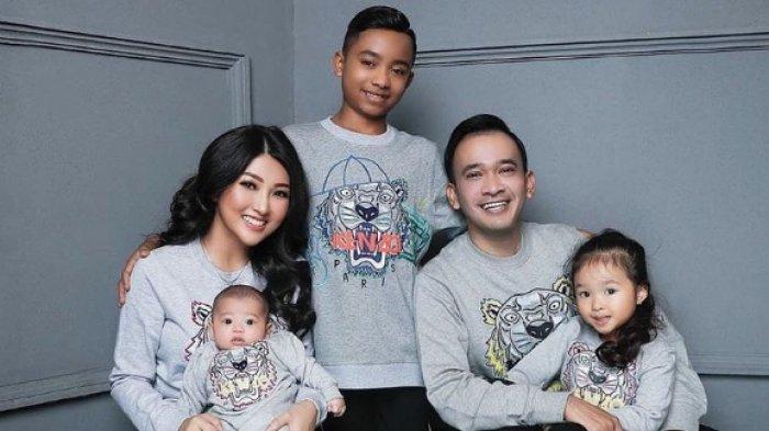 Ruben Onsu dan Sarwendah Adopsi Betrand Peto, Dewi Perssik & Yuni Shara Juga Angkat Anak Asuh