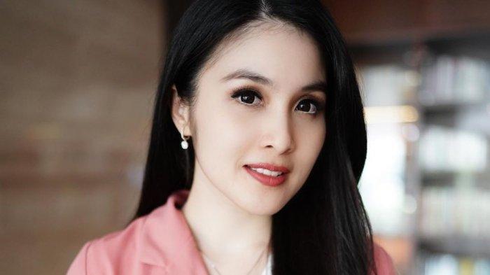 POPULER Kilas Balik Lika-liku Asmara, Sandra Dewi Tolak Pindah Keyakinan: 'Manusia Bisa Berkhianat'