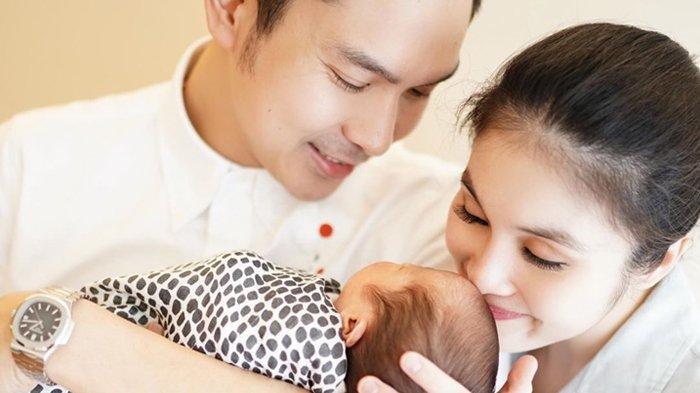 3 Minggu Pasca Melahirkan Mikhael Moeis, Bentuk Badan Sandra Dewi Langsung Langsing Bak ABG