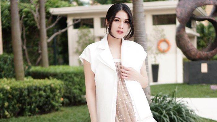 Deretan Inspirasi Kebaya Lengan Pendek ala Artis, dari Gisella Anastasia Hingga Sandra Dewi