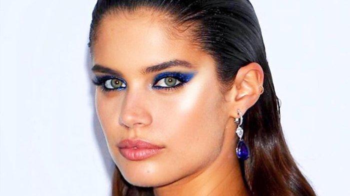 Kerap Cabuti Alis, Supermodel Sara Sampai Ungkap Terkena Gangguan Mental Trikotilomania