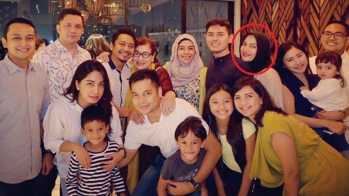 Sarah Amalia bersama Keluarga