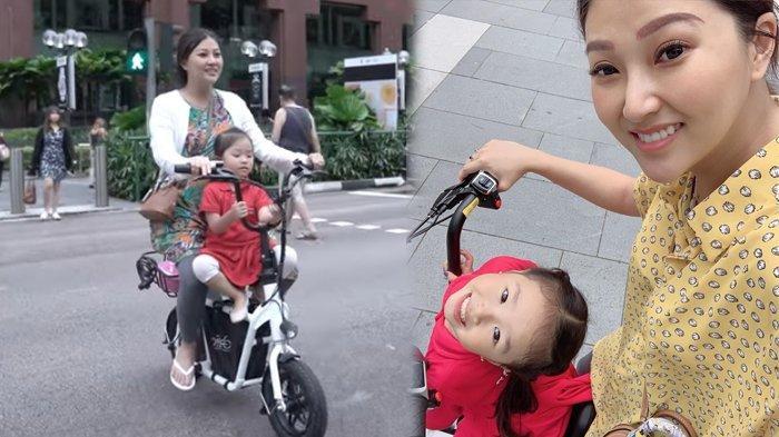 Sarwendah antar Thalia Putri Onsu sekolah naik sepeda