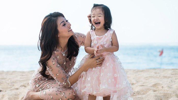 Meski Punya Asisten Rumah Tangga, Sarwendah Cuci Baju Thalia Sendiri Pakai Tangan, 'Istri Idaman'