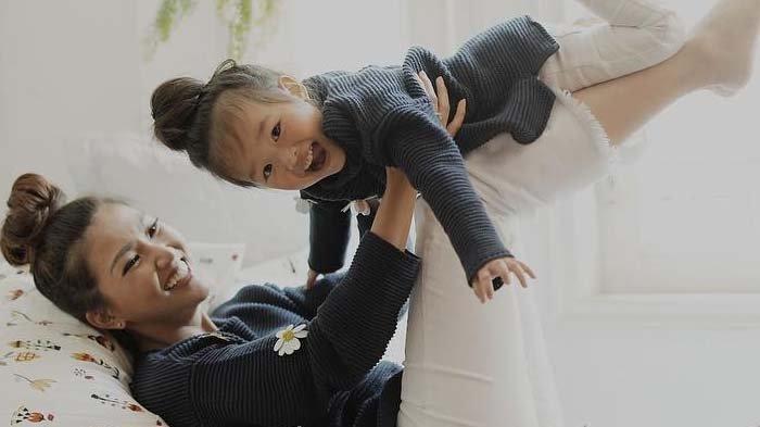 Ajak Thalia Berpergian Saat Hamil Kedua, Sarwendah Beberkan Perlakuan Putrinya di Pesawat
