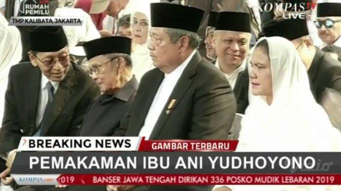Ekspresi SBY di pemakaman istri