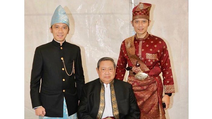 Ajak Nostalgia Masa Kecil, Agus Harimurti Yudhoyono Unggah Potret di Pinggir Sungai Bareng Ibas