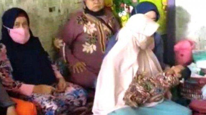 Seorang ibu muda di Kabupaten Cianjur, Jawa Barat, melahirkan setelah 1 jam baru merasakan kehamilan.