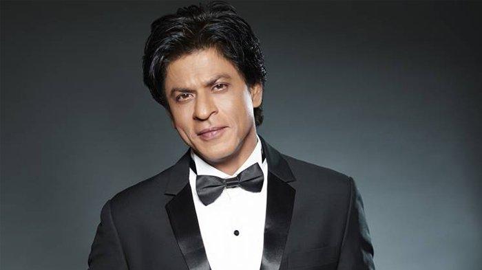 Ini Kebiasaan Aneh 6 Seleb Dunia, Shah Rukh Khan Selalu Gunakan Alas Kaki!