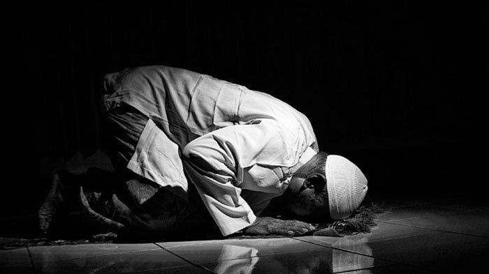 Tata Cara Sholat Sunnah Fajar, Bacaan Niat Hingga Keutamaan, Lebih Baik di Rumah atau di Masjid?