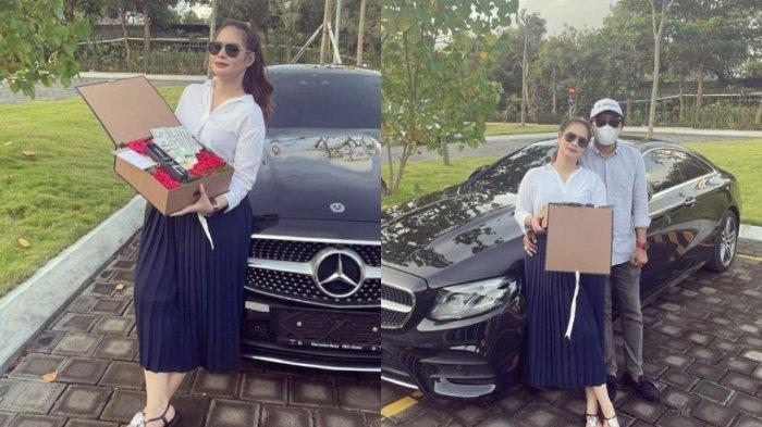 BARU Kenal Seminggu, Shyalimar Malik Pamer Kado Valentine Rp 2,5 M dari Pacar, Mobil Mercy Disorot