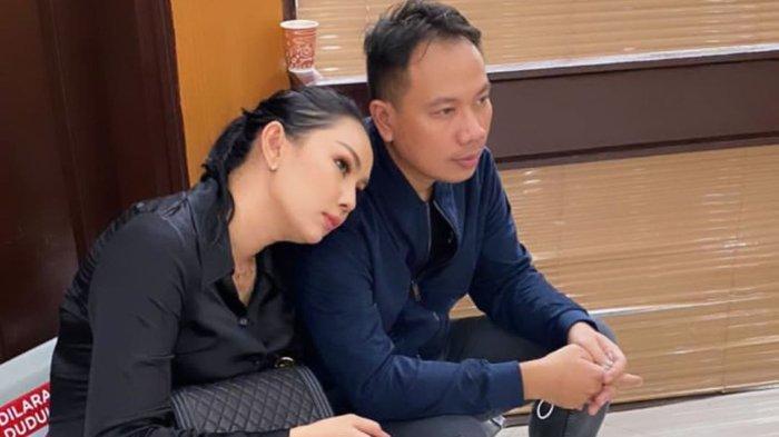 Kalina Ocktaranny support Vicky Prasetyo yang baru saja menerima vonis