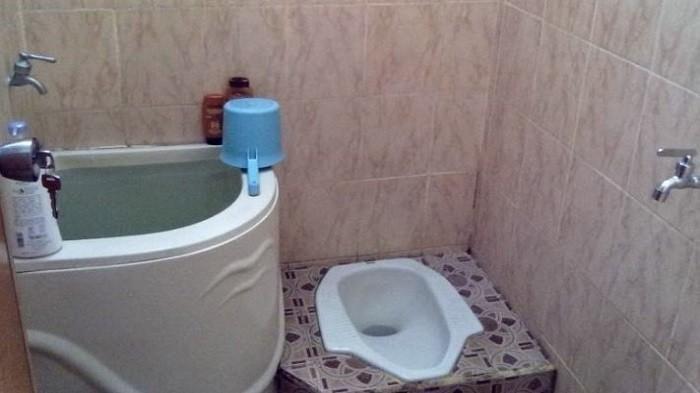 Kamar Mandi Anda Sering Kotor? Simak 5 Tips Mudah Membersihkan Saluran Toilet Tersumbat