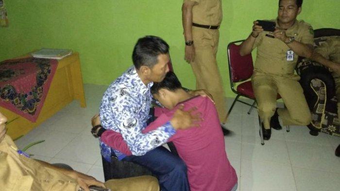 Tangis Penyesalan Siswa di Riau, Mencekik, Memukul dan Menendang Kepala Sekolah Hingga Berdarah