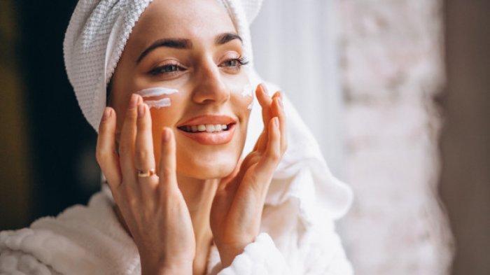 5 kandungan skincare yang bisa bikin kulit makin berminyak.