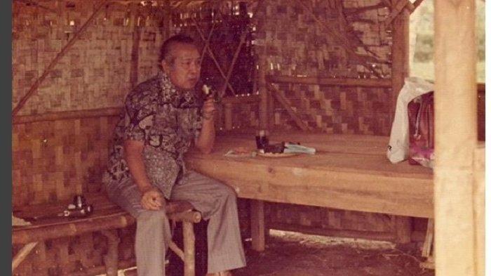 Soeharto di rumah warga