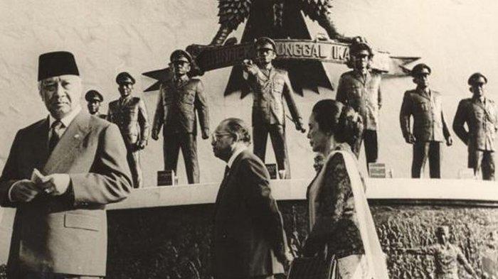Soeharto saat peringatan Hari Kesaktian Pancasila di Lubang Buaya pada 1987.