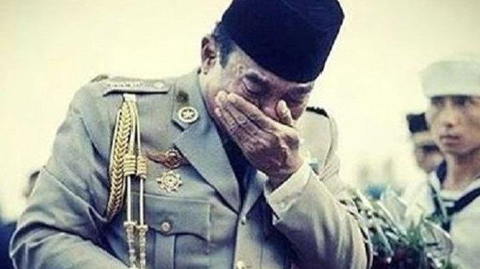 Momen saat Presiden Soekarno menangis di makam Jenderal Ahmad Yani, Pahlawan Revolusi