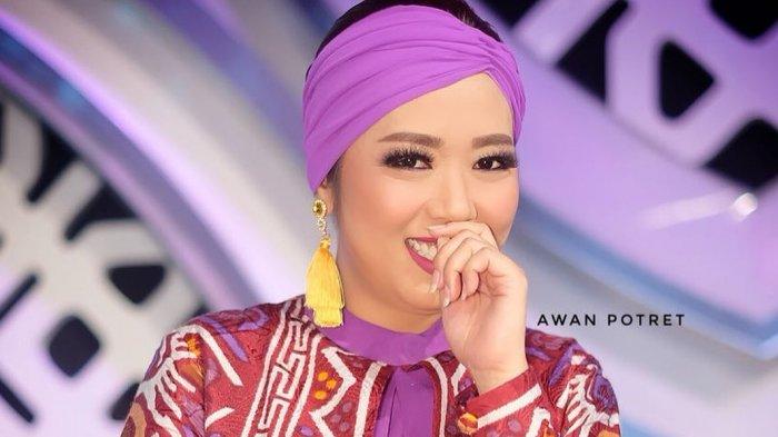 Penampilan Soimah dengan Hijab Saat Rayakan Idul Fitri Ini Jadi Sorotan, Netizen Pangling!